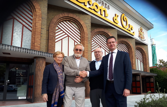 Zoon voormalige conservator Schoeiselmuseum bezoekt Eperon d'Or