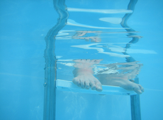 Incidenten met Noord-Fransen in Izegems openluchtzwembad: voortaan permanent toezicht door politie en veiligheidsagenten