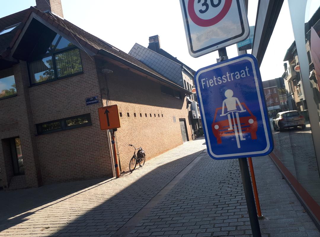 Izegem neemt eerste fietsstraten in gebruik